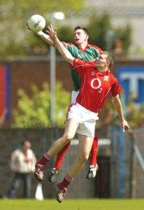 gaelic-football-high-catch