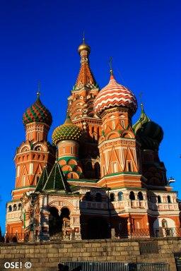 Situées à l'une des extrémités de la Place Rouge, la cathédrale Basile-Le-Bienheureux est l'un des monuments emblématiques de Moscou.